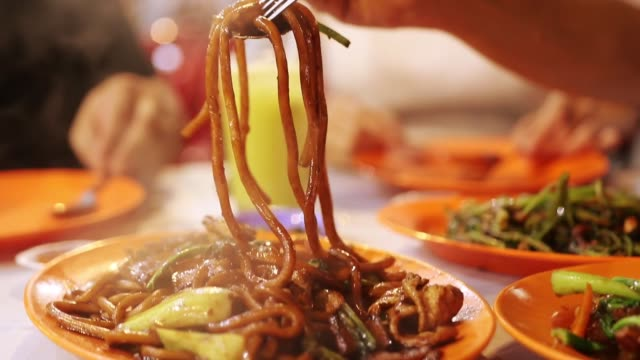 yakisoba noodles with steam - chinese ethnicity stock videos & royalty-free footage