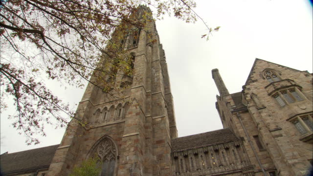 atmosphere yale university campus broll in new haven connecticut - new haven stock-videos und b-roll-filmmaterial
