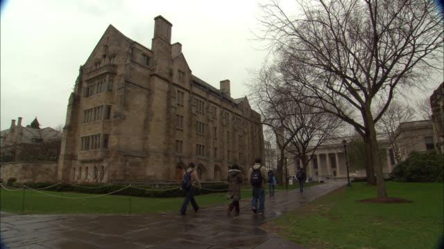 vídeos de stock, filmes e b-roll de yale university campus b-roll in new haven, connecticut. - universidade de yale