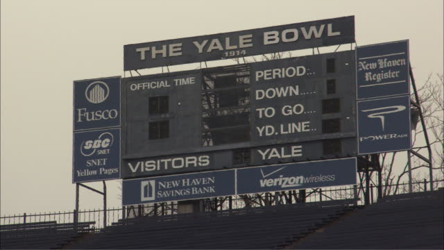 vídeos de stock, filmes e b-roll de yale university football stadium b-roll in new haven, connecticut. - universidade de yale
