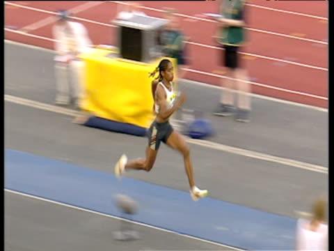 yamile aldama women's triple jump jumps 1512m 2003 international athletics grand prix crystal palace london - lanci e salti femminile video stock e b–roll