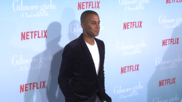 stockvideo's en b-roll-footage met yanic truesdale at the premiere of netflix's gilmore girls a year in the life at regency bruin theater on november 18 2016 in westwood california - bruin theater