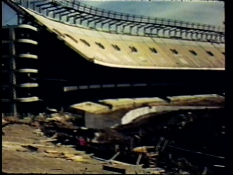 yankee stadium under renovation/ bronx, new york - anno 1975 video stock e b–roll