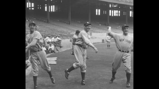 WS Yankees pitchers Lefty Gomez Red Ruffing and Johnny Allen practice pitching / 3 others on BG / spectators watch
