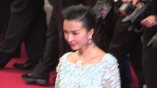 vidéos et rushes de 65th cannes film festival at palais des festivals on may 18 2012 in cannes france - ming
