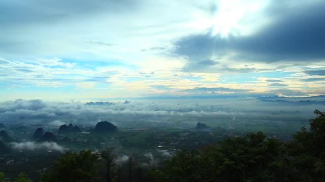 vídeos y material grabado en eventos de stock de montaña de yaoshan en china de guilin, amanecer - con mucha luz