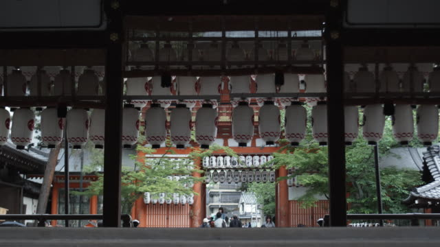 ms yasaka shrine, gion, kyoto, japan - shrine stock videos & royalty-free footage