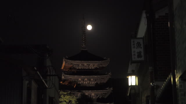 yasaka tower, kyoto, japan - gion stock videos and b-roll footage