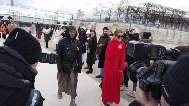yaslin bey arrives at the louis vuitton menswear fall/winter 2019-2020 show as part of paris fashion week on january 17, 2019 in paris, france. - ブランド ルイヴィトン点の映像素材/bロール