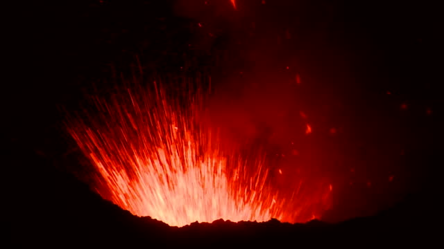 yasur volcano - eruzione video stock e b–roll