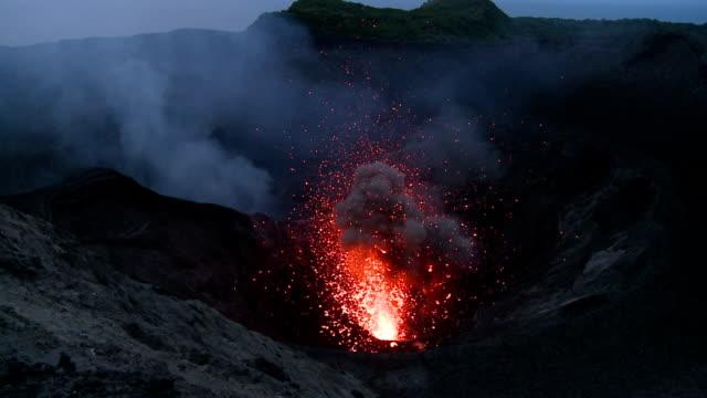 vídeos y material grabado en eventos de stock de yasur volcano - volcán activo
