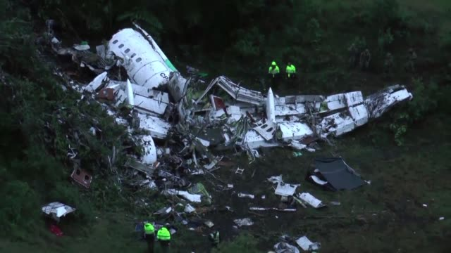 a year after brazil's chapecoense football club was all but wiped out in an air crash on their way to play the game of their lives the team is... - südbrasilien stock-videos und b-roll-filmmaterial