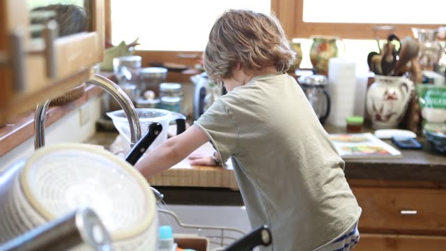 4 year old boy doing dishes