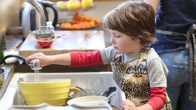 4 year old boy washing dishes