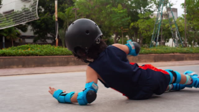 5 year old falling over while roller skating - injured stock videos & royalty-free footage