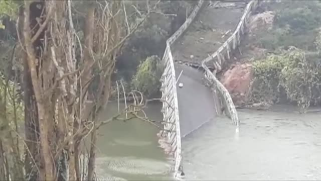 vídeos de stock e filmes b-roll de a 15 year old girl is killed after a suspension bridge over a river in southwest france collapsed monday causing a car a truck and possibly a third... - southwest usa