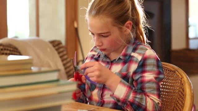 10 year old girl - 10 11 jahre stock-videos und b-roll-filmmaterial