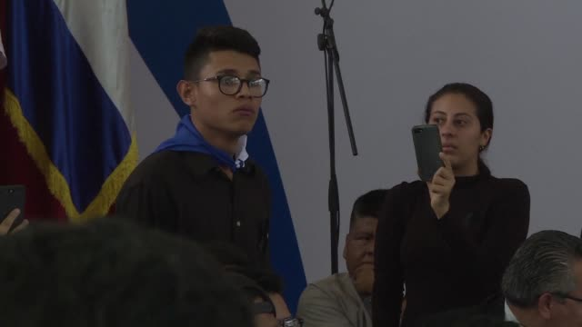 vídeos de stock e filmes b-roll de a 20 year old student becomes one of the most well known figures within protests against nicaragua's government after an inflamed speech addressed... - inflamação