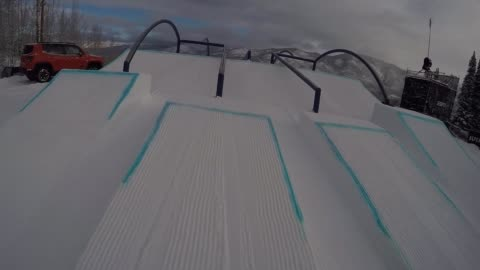 years old marcus kleveland from norway catch big air at slopestyle course of x games aspen 2017. kleveland scored snowboarder magazine's 2016 rookie... - 16 17 years stock videos & royalty-free footage