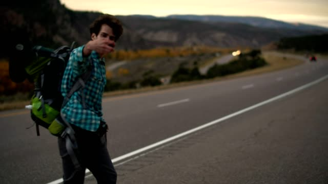 vídeos de stock e filmes b-roll de 30 years old young man, traveler and blogger, shooting the scenic view along the highway in mountain in colorado, usa. - 30 34 years