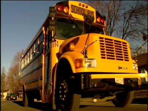 stockvideo's en b-roll-footage met yellow american school bus drives past - commercieel landvoertuig