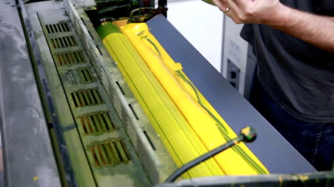 stockvideo's en b-roll-footage met yellow ink duct... - litho