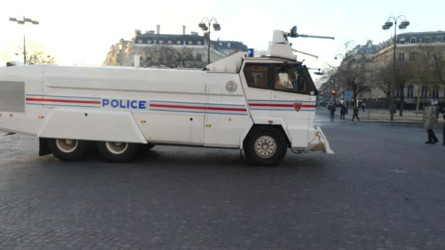 yellow jacket riot on the champs élysée - water cannon stock videos & royalty-free footage