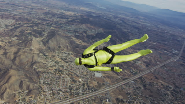 yellow morph suit skydiver - kostümierung stock-videos und b-roll-filmmaterial