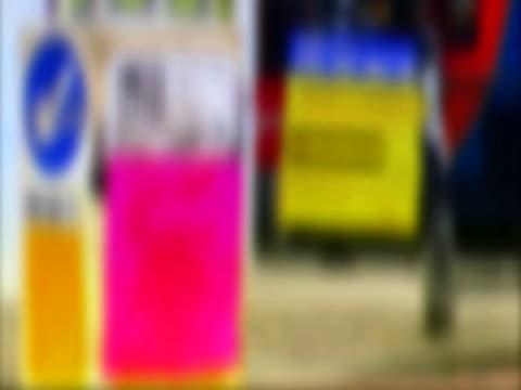 vídeos y material grabado en eventos de stock de yellow police crime information signs on city streets - escritura occidental