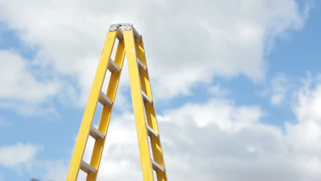 stockvideo's en b-roll-footage met yellow stepladder - ladder gefabriceerd object