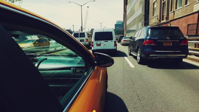 Gula taxibil körning i New York POV