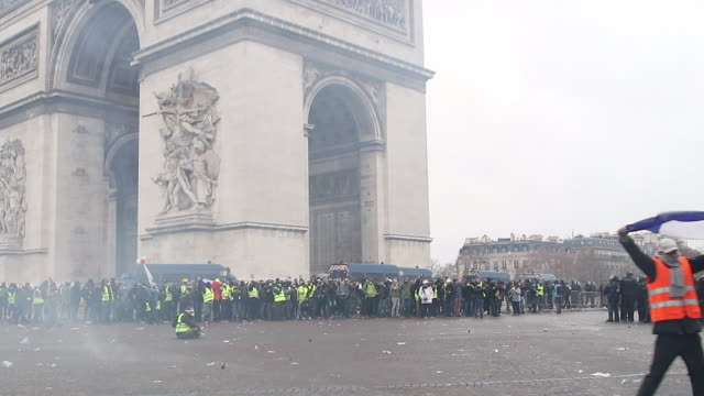 yellow vests and police and gendarmerie forces use Tear gas