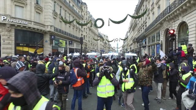 yellow vests place de l'Opera in front of police forces and gendarmerie
