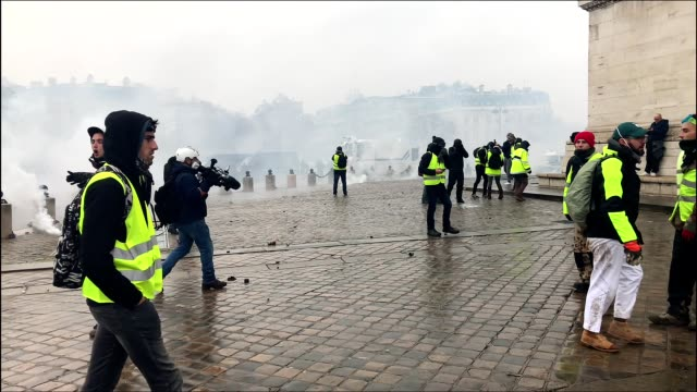 yellow vests protest near champs-elysées in paris france against macron. - triumphal arch stock videos & royalty-free footage