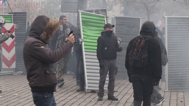 yellow vests' protesters set up barricade. demonstrator throwing stones at police. place of italy during a protest to mark the first anniversary of... - barricade stock videos & royalty-free footage
