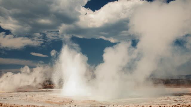 yellowstone geyser erupting - eruption stock-videos und b-roll-filmmaterial