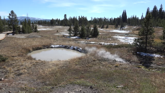vidéos et rushes de yellowstone hot springs at west thumb - piscine thermale
