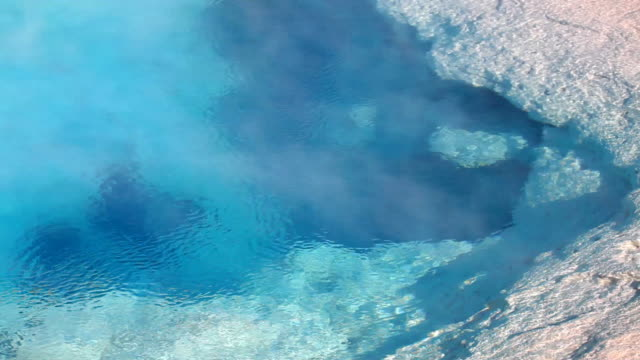 stockvideo's en b-roll-footage met yellowstone hot springs geyser - thermaalwater