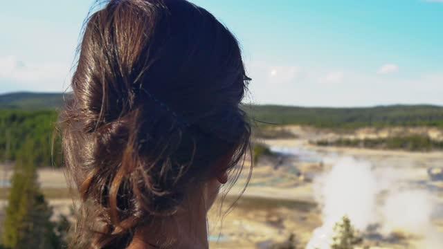 yellowstone np woman walks forest trail geothermal location - 水の形態点の映像素材/bロール