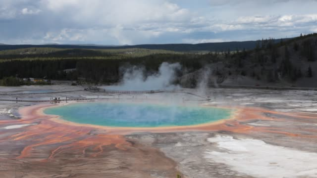 vídeos de stock, filmes e b-roll de yellowstone park hot springs, usa - 1 minuto ou mais