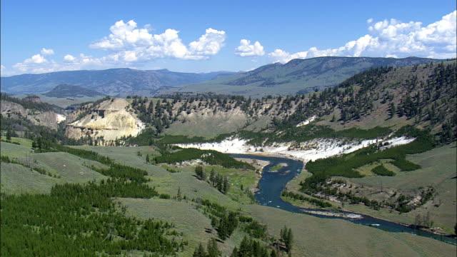 Río de Yellowstone en Wyoming Barranca - vista aérea - Condado Park, helicóptero de filmación, video aéreo, cineflex, establecimiento de tiro, Estados Unidos