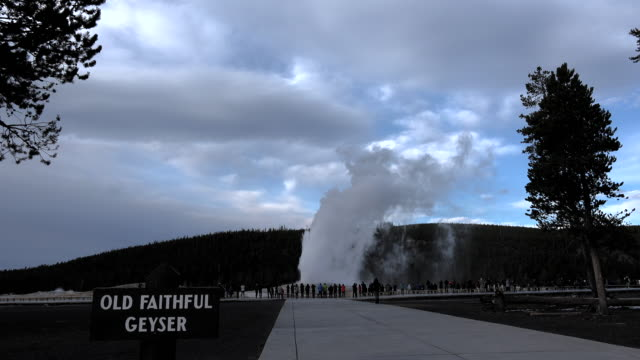 yellowstone tourists watching old faithful eruption - old faithful stock videos & royalty-free footage