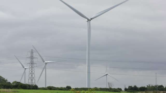 Yelvertoft wind farm next to Cranford landfill site near Cranford, Northamptonshire, UK.