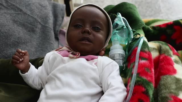 yemeni mother holds her malnourished child as he receives treatment at al-sabeen hospital's malnutrition treating department on may 06, 2021 in... - hungry stock videos & royalty-free footage