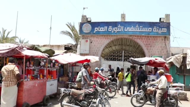 yemeni patients with kidney failure undergo dialysis at a dialysis center in a hospital on february 06 2018 in hodeidah yemen according to the... - kidneys stock videos & royalty-free footage