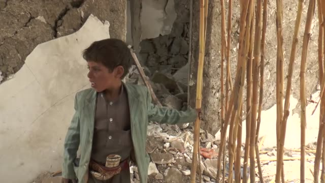 yemeni people inspect the debris of their houses, destroyed after airstrikes within 'decisive storm' operation staged by saudi-led coalition against... - civilian stock videos & royalty-free footage