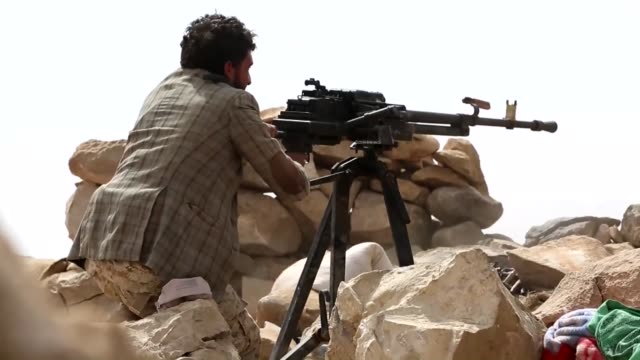 yemeni soldiers and fighters from popular resistance forces, loyal to yemeni president abd rabbuh mansur hadi, carry out an operation against shiite... - yemen stock videos & royalty-free footage