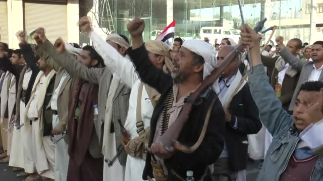 yemeni supporters of the houthi movement attend a gathering in the capital sanaa's sittin avenue, yemen on march 6, 2015. - イエメン点の映像素材/bロール