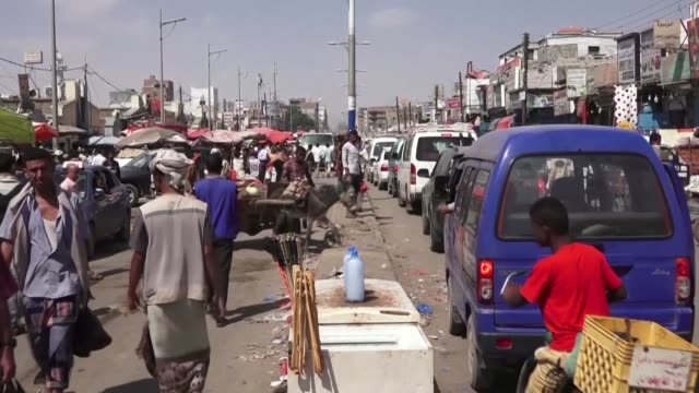 yemenis in the main southern city of aden react to the plunge in the value of the national currency and the deteriorating economic situation in the... - trigger stock videos & royalty-free footage