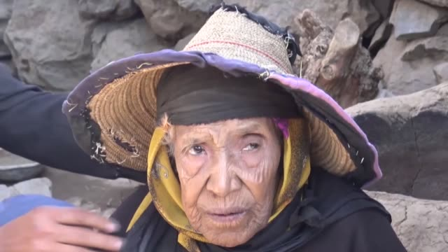 yemenis living in rural areas seen at makeshift houses outside sanaa capital of yemen on december 27 2016 yemeni people have difficulty to provide 51... - makeshift stock videos and b-roll footage